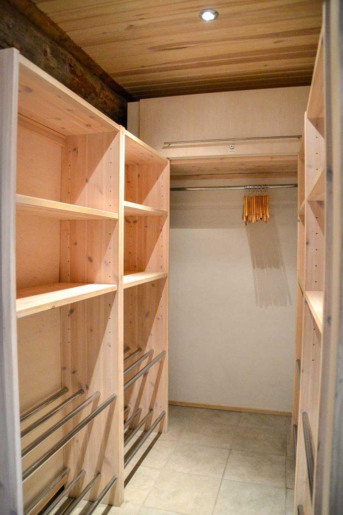 Eteisen kaappi   Entrance hall cabinet