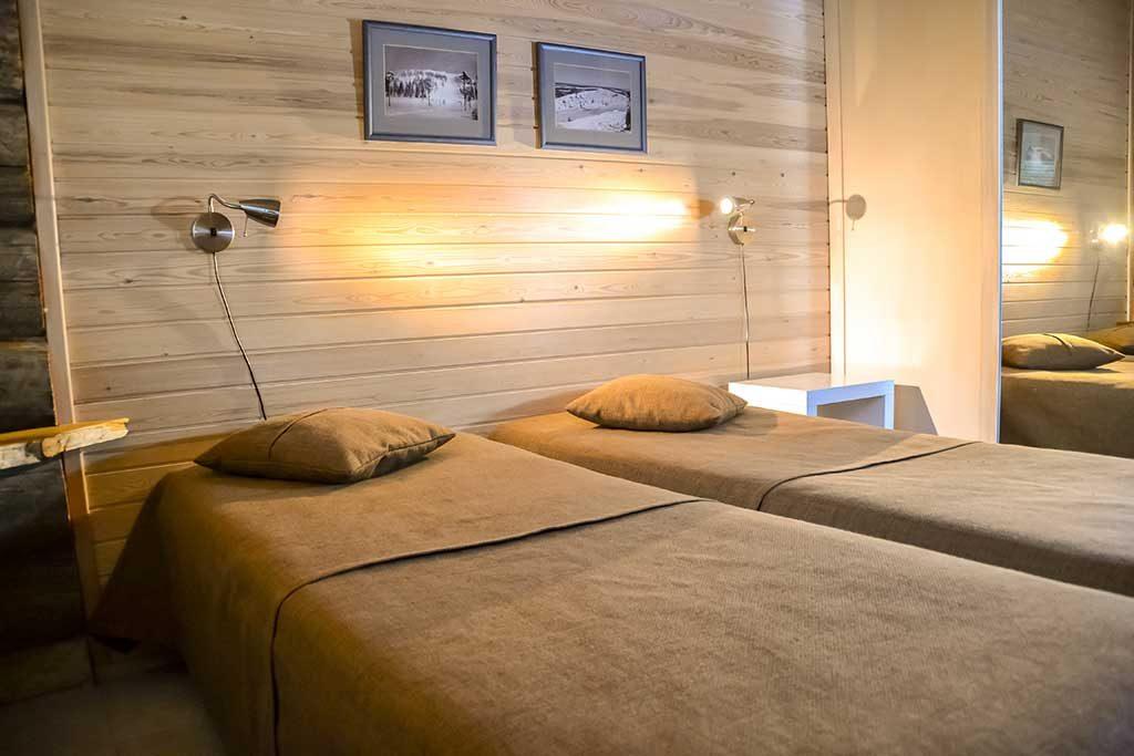 Alakerran makuuhuone 2   Bedroom 2 downstairs
